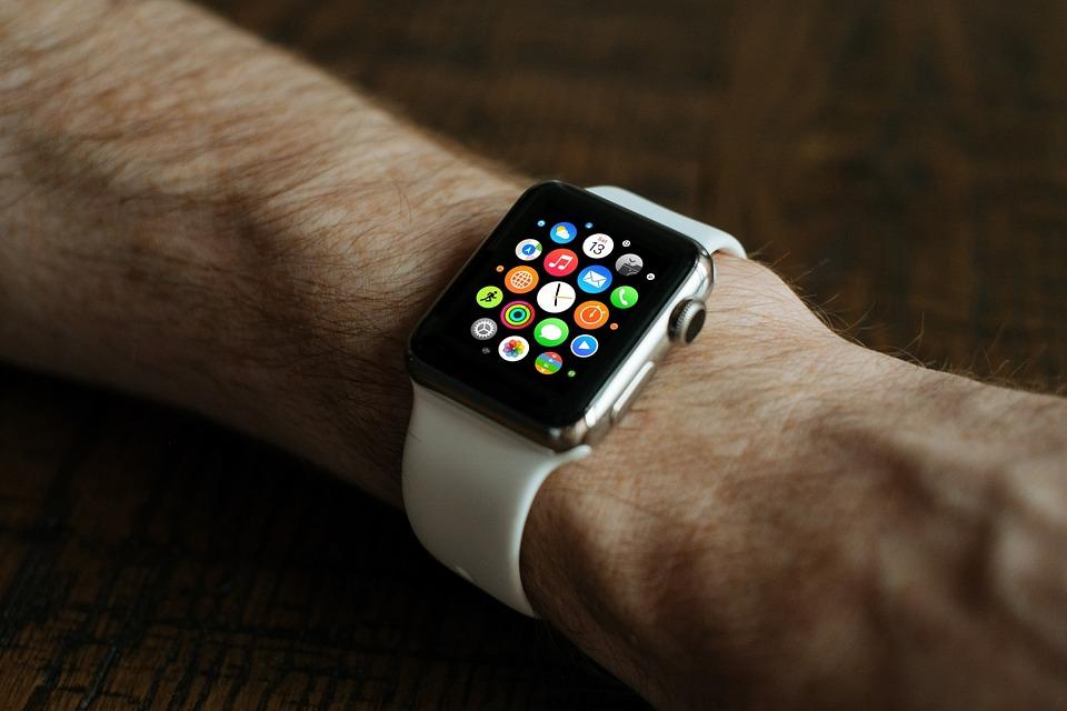 la technologie imposee les montres connectees