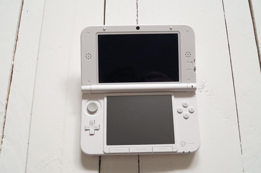 3DS objet hic-tech en voyage pour ne pas s'ennuyer dans l'avion