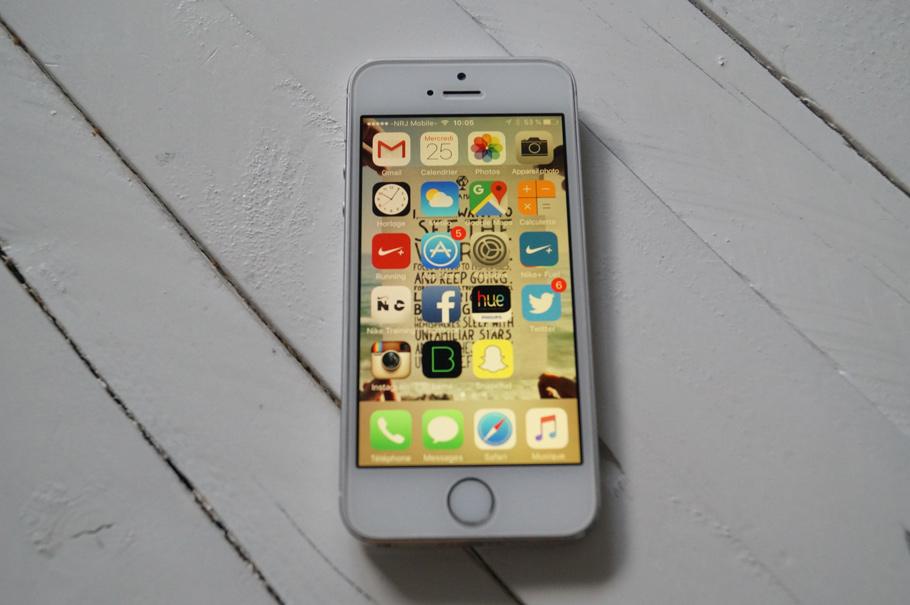 écran iPhone jaune détail caché nightshift