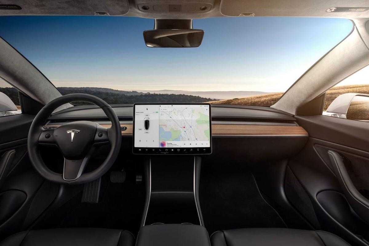 nouveautés high-tech 2019 voitures tesla model 3